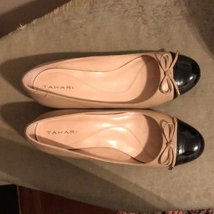 Two tone low heel